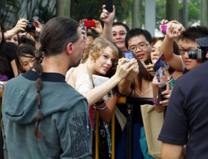 Taylor with Singapore fans
