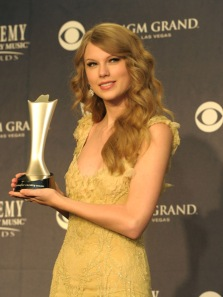 Taylor Swift is 2011 ACM Entertainer of the Year
