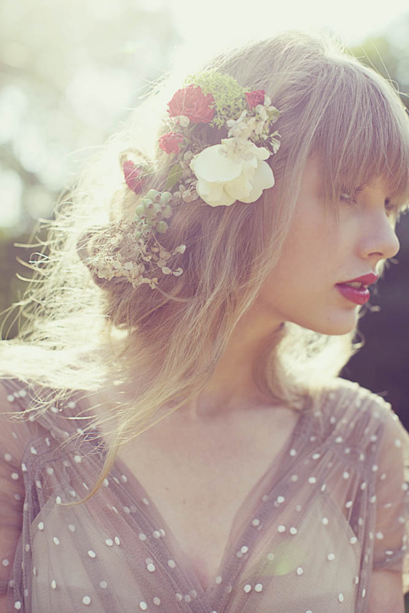 Happy 23rd Birthday to the Princess in Red, Taylor Swift ...