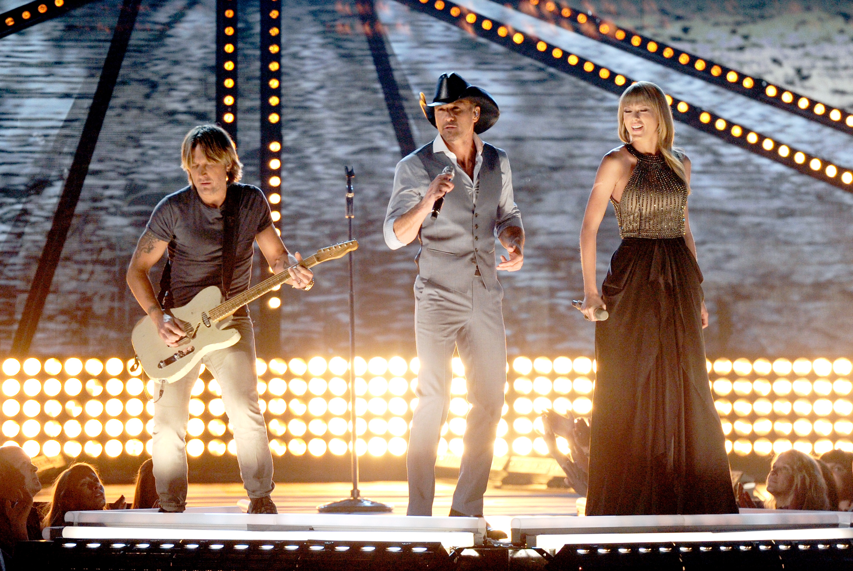 The 48th Acm Awards Highway Don T Care With Tim Mcgraw Taylor Swift Keith Urban The Swift Agency