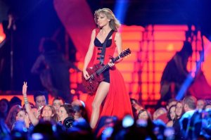Taylor Swift plays and sings Red at the 2013 CMT Music Awards in Nashville. Photo By: Jason Merritt/Getty Images