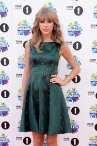 LONDON, ENGLAND - NOVEMBER 03: Singer Taylor Swift attends the BBC Radio 1 Teen Awards at Wembley Arena on November 3, 2013 in London, England. (Photo by Dave J Hogan/Getty Images)