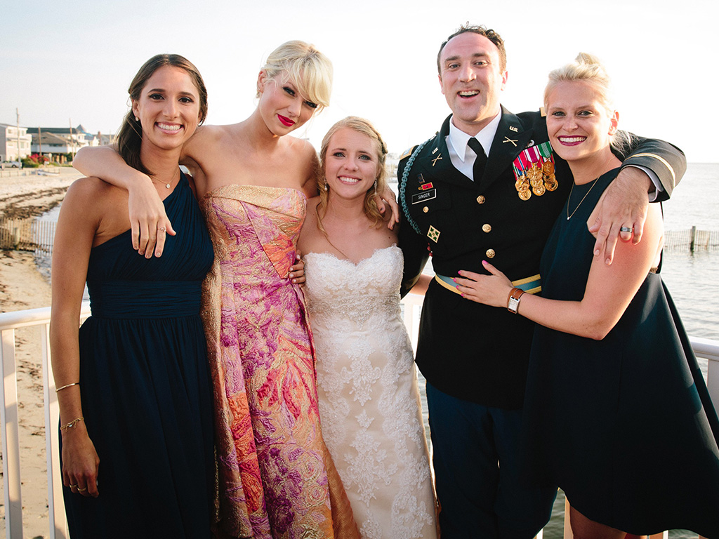 News Update The Sparkly Dressed Is The Surprise Guest At A Fan S Wedding The Swift Agency