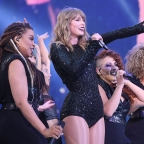 The rep tour London: Take a deep breath now. Taylor gets a long ovation!